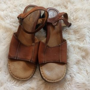 HUSH PUPPIES LEATHER SANDALS SIZE 10 M